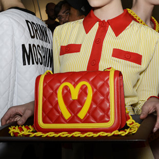 moschino-macdonalds-bag-milan-fashion-week-autumn-winter-2014-jeremy-scott-designer
