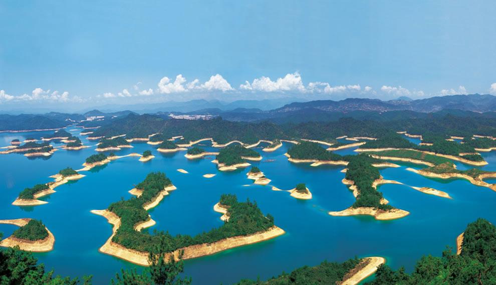 Thousand-Island-Lake-Qiandao-Lake-in-China