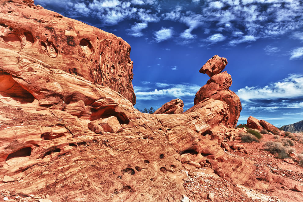 Balancing-Rock-in-the-Valley-of-Fire