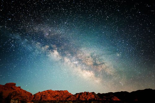 Milky-Way-over-Valley-of-Fire-NV