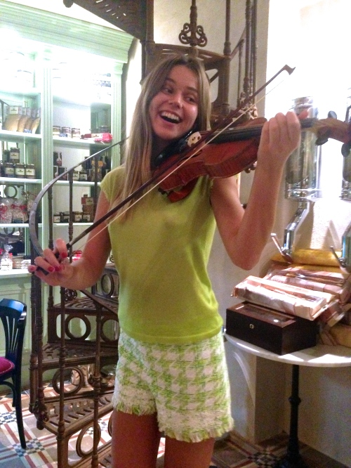 Svetlana Shashkova with violin