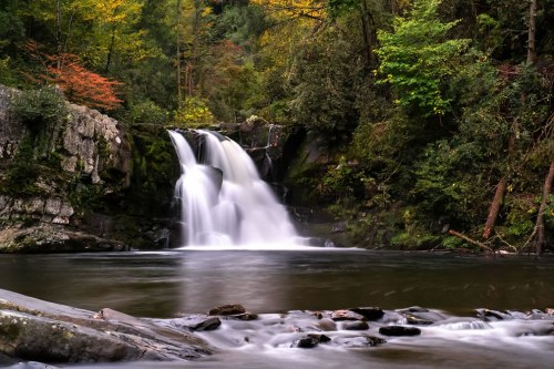 Abrams-Falls-in-Cades-Cove-in-the-Great-Smoky-Mountains-NP