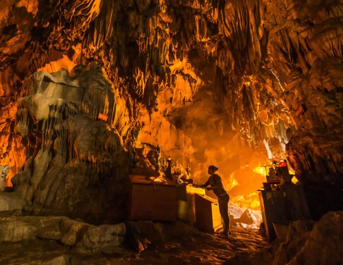 Buddhist-Temple-inside-a-cave-near-Hanoi