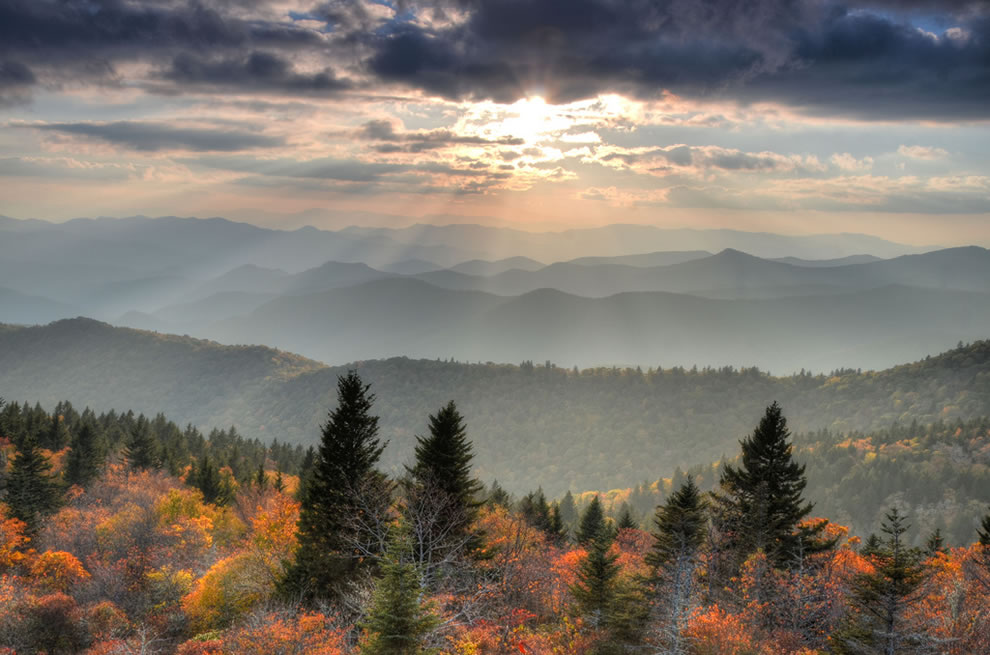 Overlooking-Cowee-Mountain-in-the-Great-Smoky-Mountains
