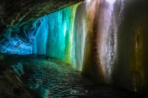 Rainbow-Cave-frozen-waterfall-is-Minnesota