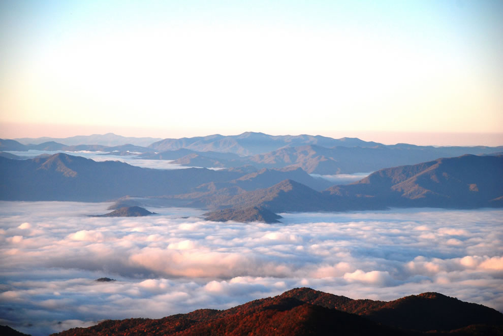 Surreal-cloud-sea-in-the-Smokies