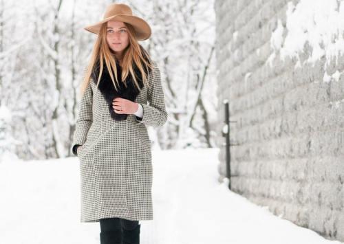 svetlana shashkoiva in reiss coat