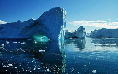 Icebergs-and-sea-ice-looks-tranquil-and-quiet-but-bergs-are-both-unpredictable-and-loud