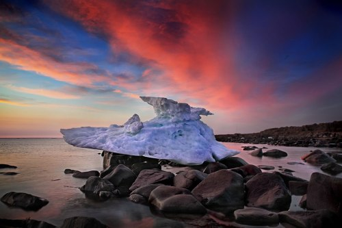 Stranded-iceberg-at-sunrise-on-Hudson-Bay-Churchill-Manitoba