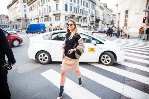 svetlana shashkova crossing the street after trussardi show