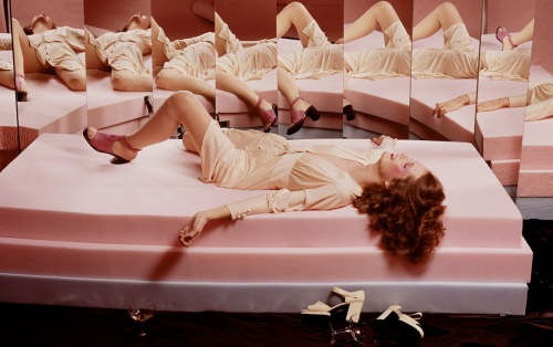 guy-bourdin-french-vogue-march-1972