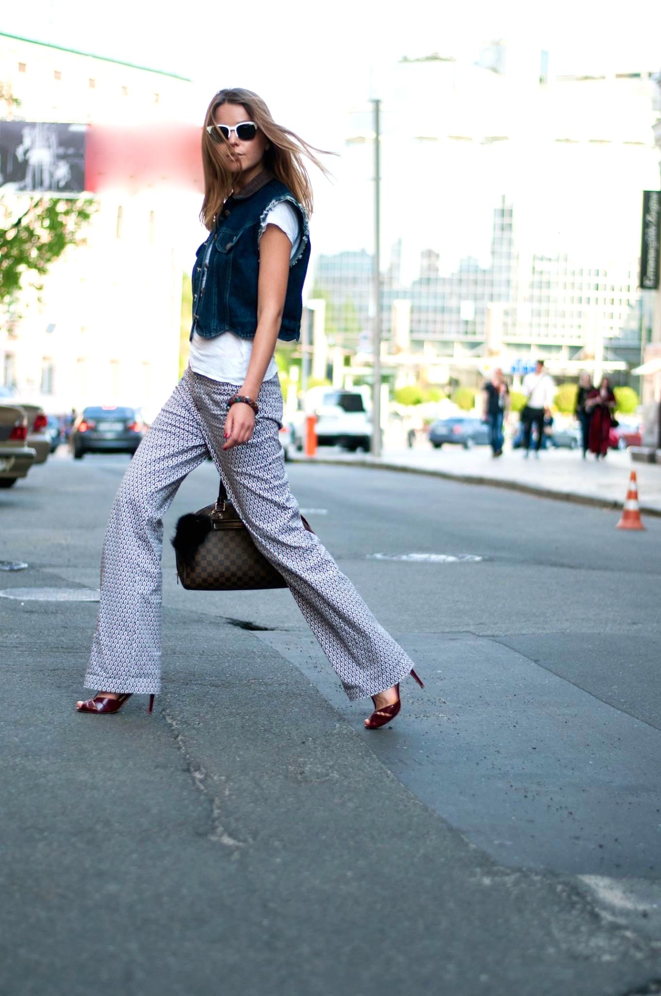 walking in graphic style Svetlana shashkova