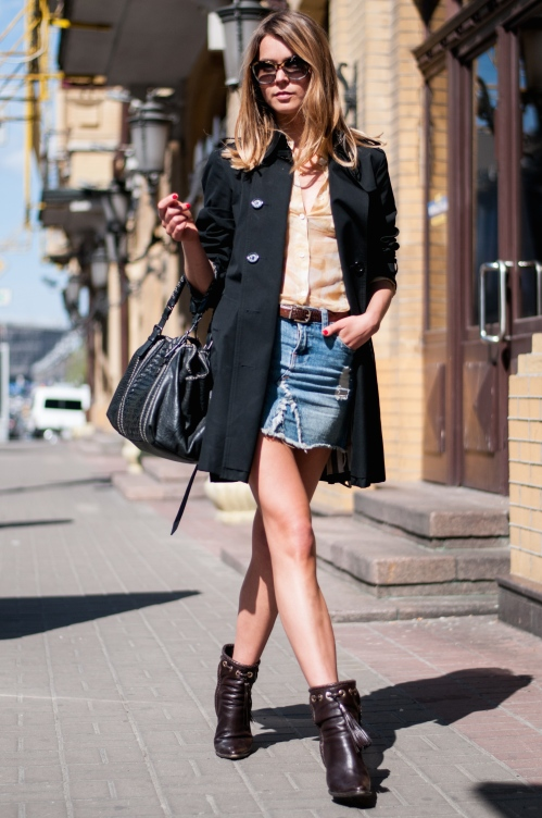 svetlana shashkova in denim skirt and trench