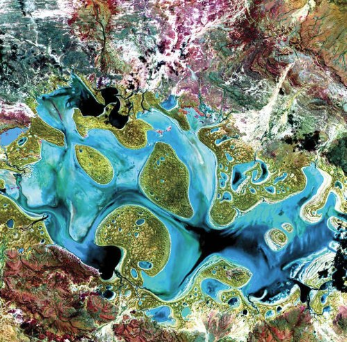 Carnegie-Lake-in-Western-Australia