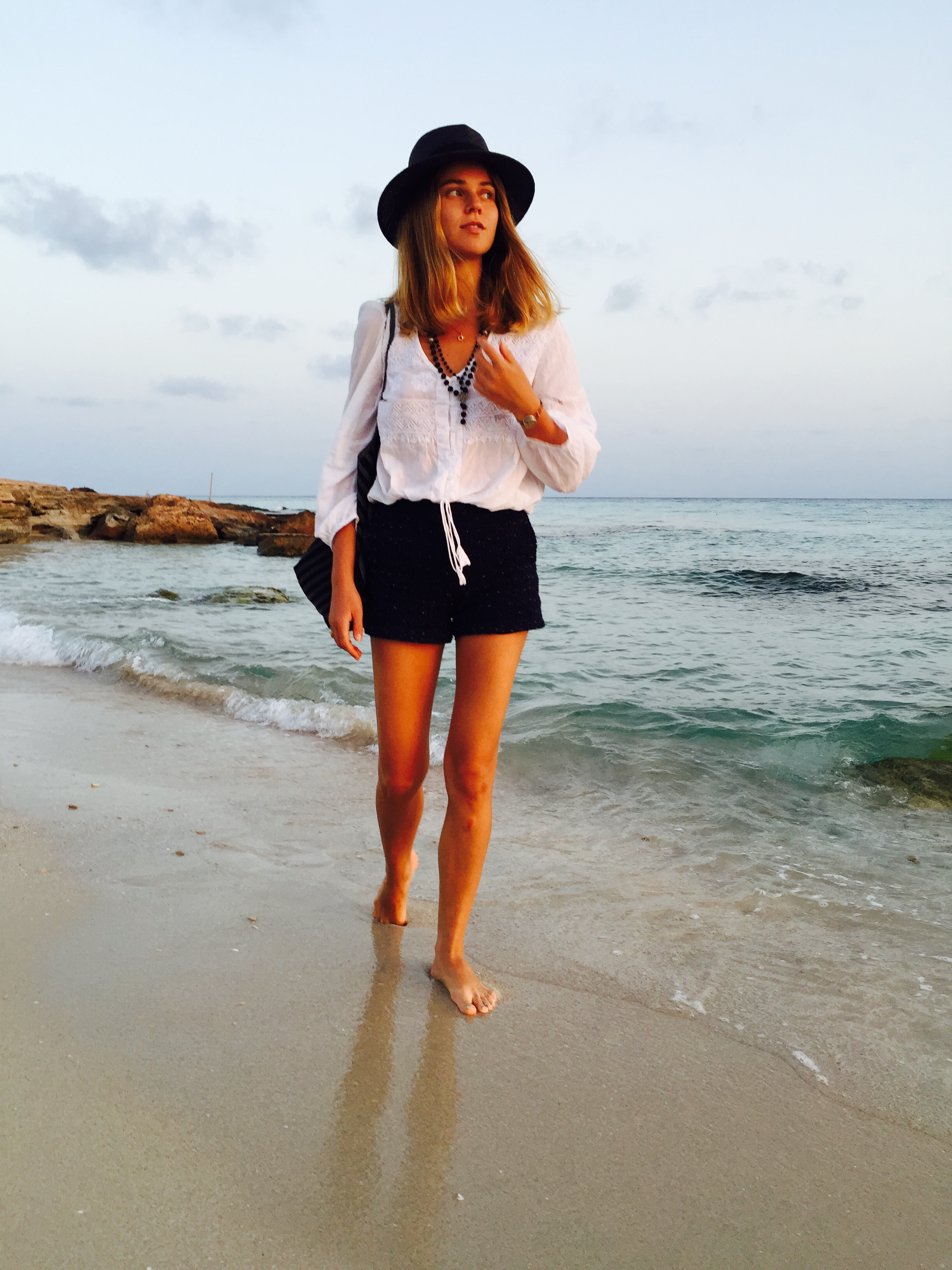 barefoot walk on the sunset with stylish svetlana shashkova