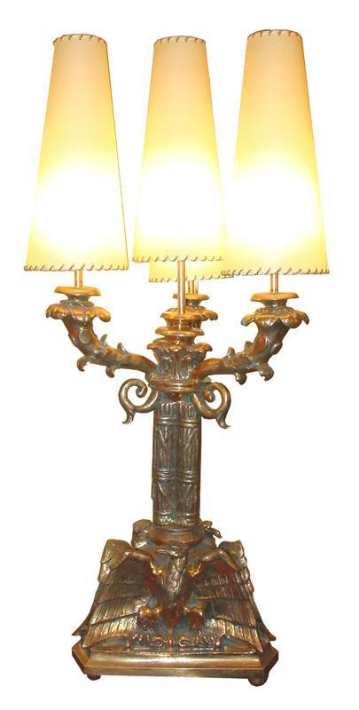 Lampada da tavolo, dimensioni: diametro max cm 49, H cm 107.
