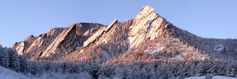The-Flatirons-rock-formations-near-Boulder-Colorado