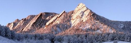 The-Flatirons-rock-formations-near-Boulder-Colorado