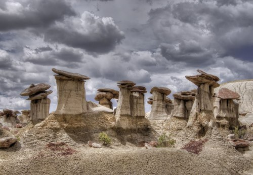 Lots-of-hoodoos-at-Ah-Shi-Sle-Pah