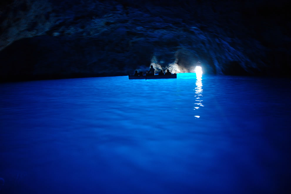 boating-thru-Blue-Grotto