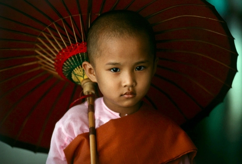 Buddhism-Yangon-Myanmar-Burma-by-Steve-McCurry
