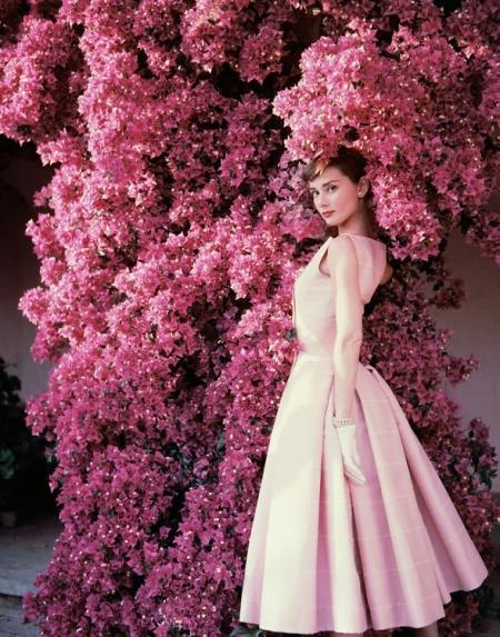 AUDREY-HEPBURN-FOR-VOGUE-1955-II-by-NORMAN-PARKINSON-1913-1990-C32694