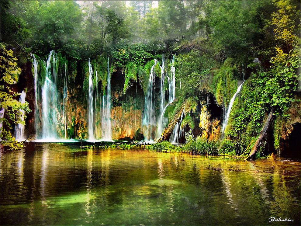 The-music-of-water-at-Plitvicka-Lakes-Croatia