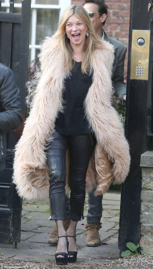 kate-moss-fur-coat-platfor-sandals-birthday-january-2015