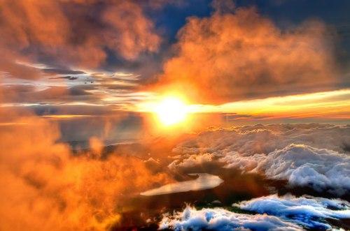 majestic-sunrise-from-the-summit-of-mount-fuji