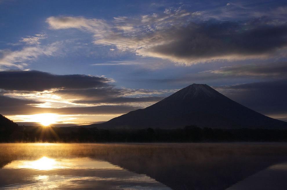 mt-fuji-and-lake_shojiko-at-sunrise