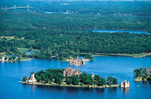 aerial-view-of-boldt-castle-and-some-of-the-thousand-islands-in-the-saint-lawrence-river