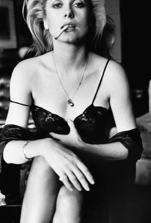 catherine_deneuve_esquire_paris_1976_c_helmut_newton_estatelr