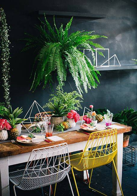 29-stylish-table-settings-to-copy-this-summer-summer-table-decorating-ideas-black-dining-room-with-yellow-chair-and-palms-5734f27c1f1859cc5a9723ab-w620_h800