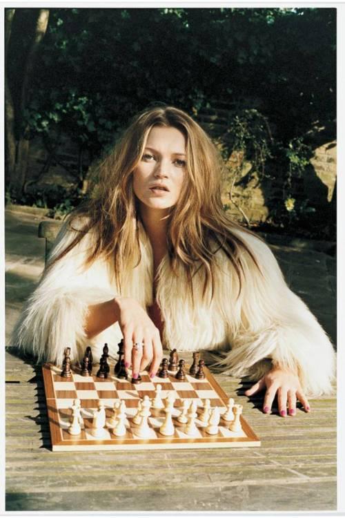 kate-moss-chess-juergen-teller-archive-may-2003-issue-vogue-juergen-teller_b